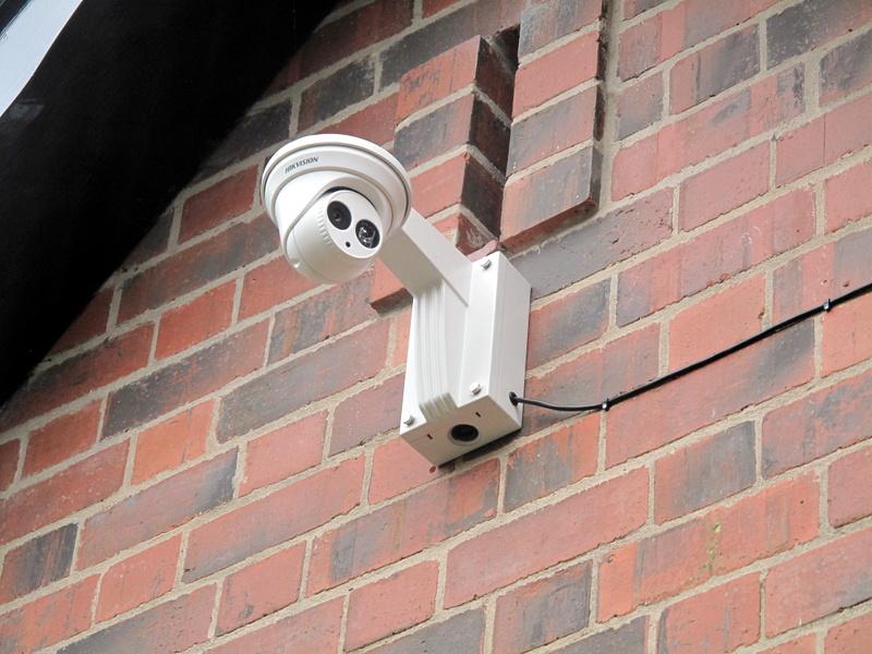 Стена с камерами 13
